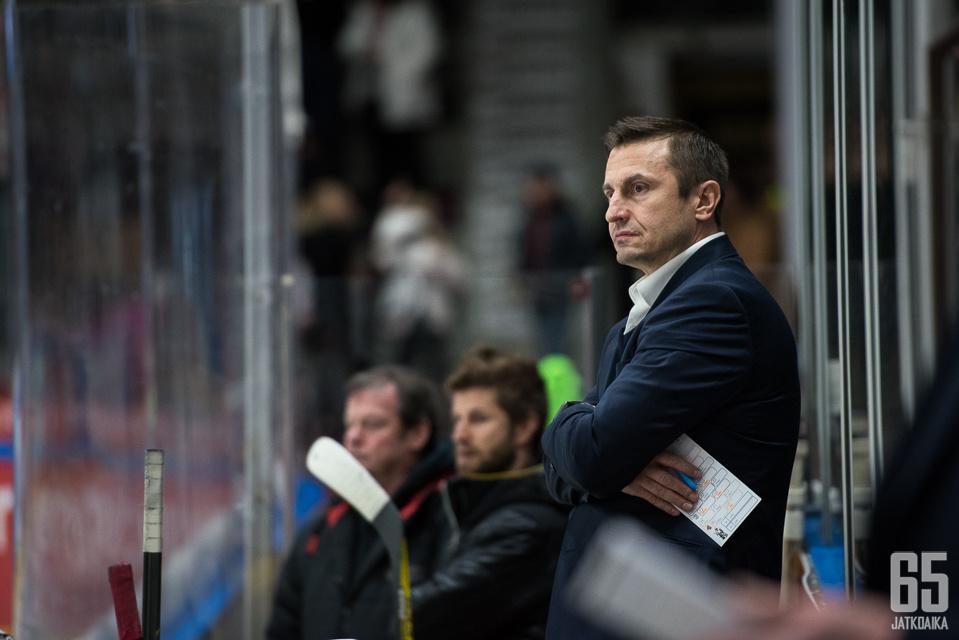Ville Peltoselle tuleva kausi on toinen Lausanne HC:n päävalmentajana.