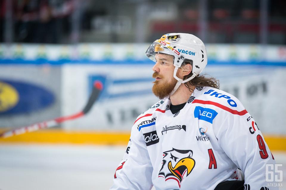 Vänttisen viimeiseksi liigaseuraksi jäi Vaasan Sport, jossa hän oli varakapteeni.
