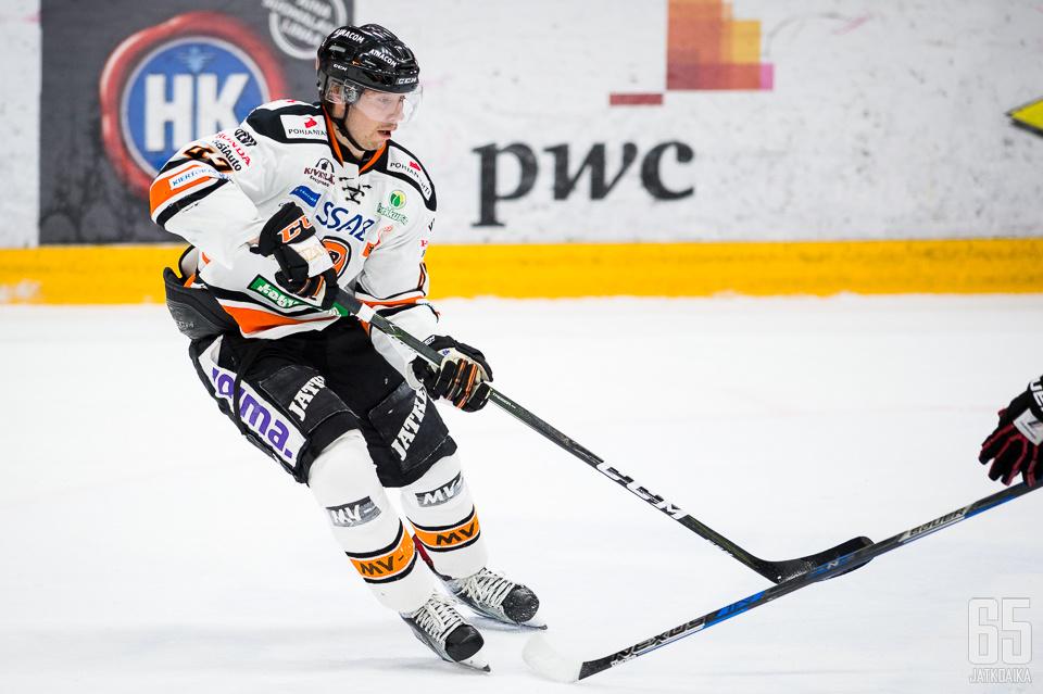 Janne Lahti toivoo joukkueeltaan tasaisuutta otteisiin.