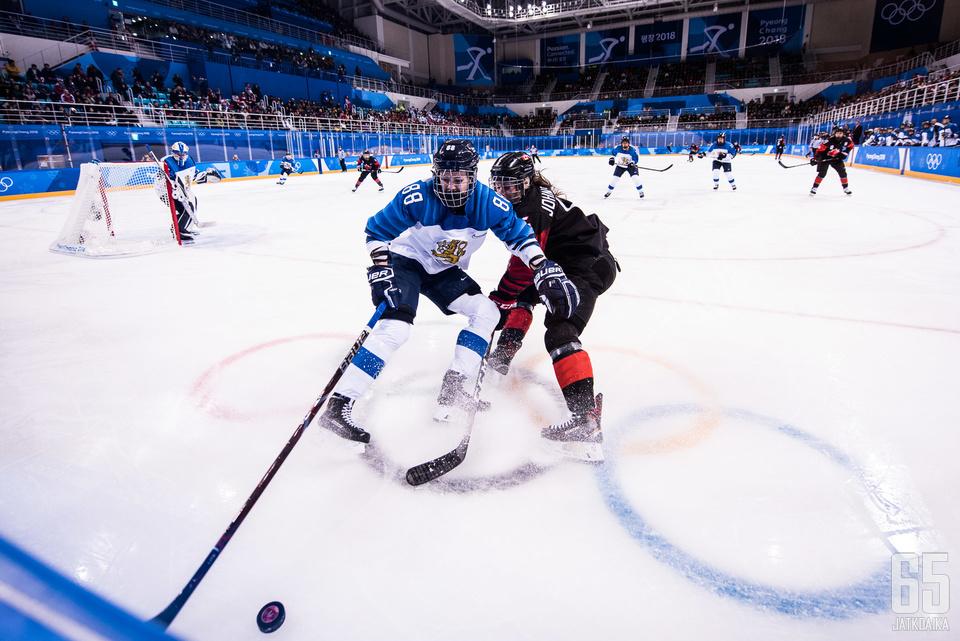 Kanada oli tänään suvereeni - peli pyöri lähinnä Suomen päädyssä.