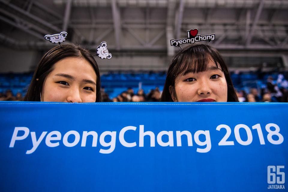 Innokas yleisö sai olympianäyttämöillä jännityksenaiheita. Etelä-Korean kohtalona oli hävitä Kanadalle.