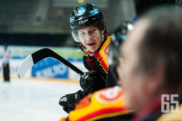 Iso-Mustajärvi on pelannut aiemmin Suomi-sarjaa Kooveessa.