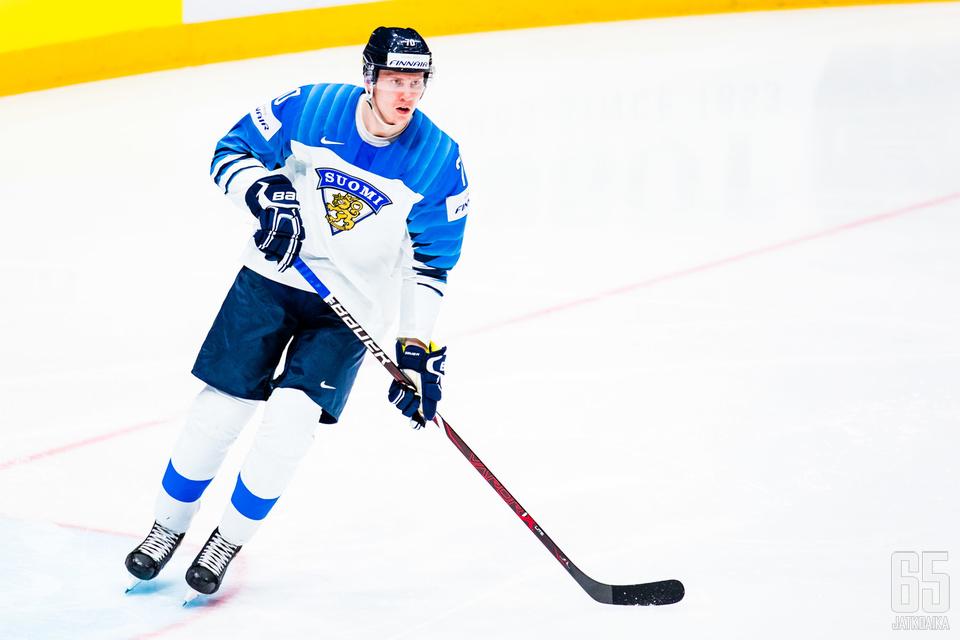 Niko Mikkola voitti viime keväänä maailmanmestaruuden leijonapaidassa.