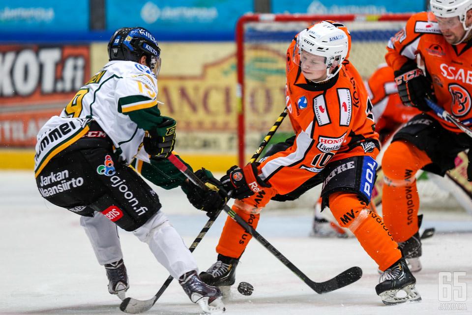 Matias Haaranen pelasi ensimmäisen aikuisten liigaottelunsa.
