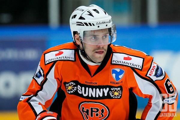 Viime kaudella Larsson pelasi HPK:ssa.