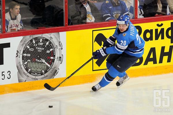 Pesonen on kaarrellut Suomi-paidassa useaan otteeseen.
