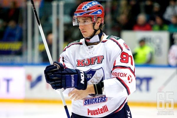 Vikkelä hyökkääjä pelaa HIFK:ssa myös ensi kaudella.