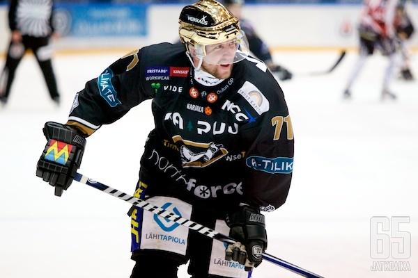 Huml kiekkoilee vuoteen 2015 Kärppien riveissä.