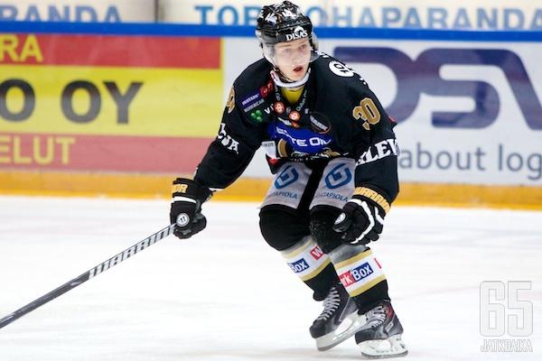 Komulainen pelasi lauantaina jälleen Kärppien paidassa.