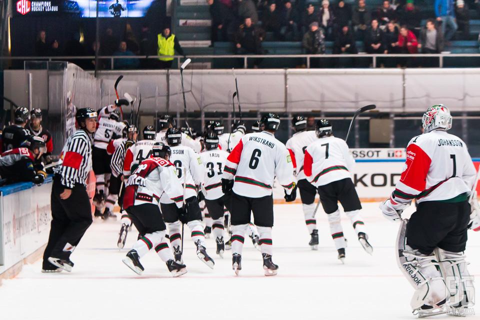 Ottelu päättyi Frölundan juhlintaan.