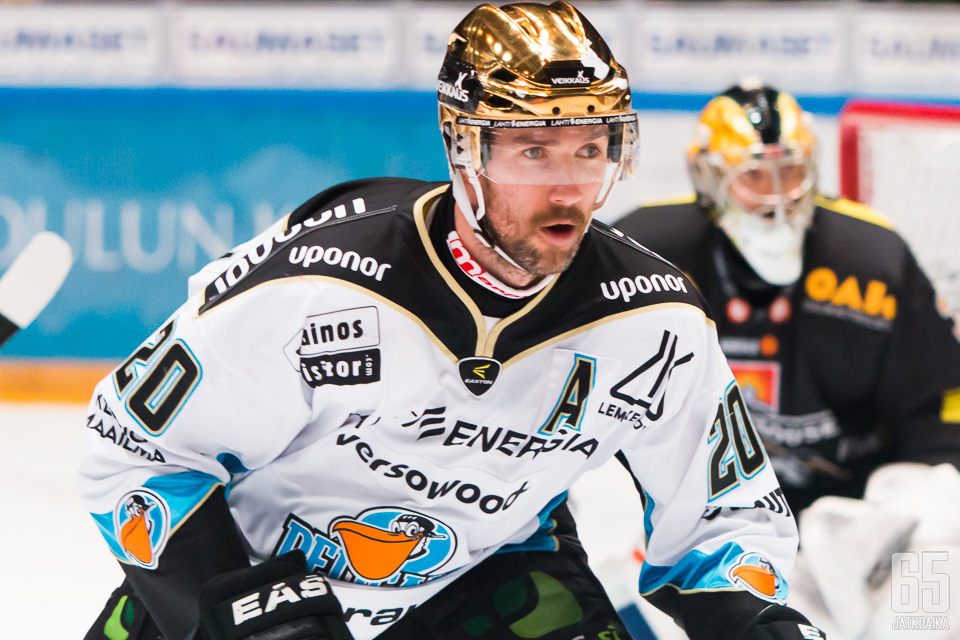 Tommi Paakkolanvaaran uusi työnantaja on Sveitsin pääsarjan Lugano.