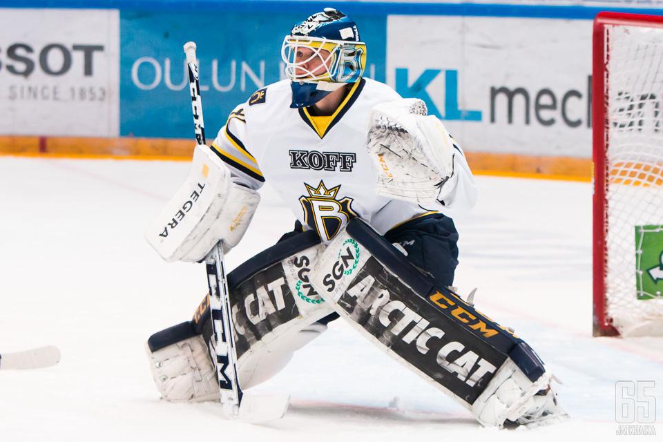 Eetu Laurikainen nousi kauden aikana Espoon Bluesin ykkösvahdiksi.