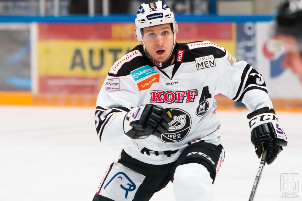 Lauri Tukonen esiintyi TPS-paidassa viimeksi syksyllä 2015.