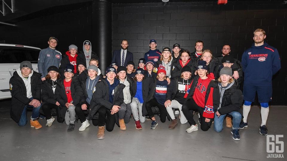 """""""Finns meeting Finns"""", otsikoi Canadiens, kun sen pelaajat kohtasivat Ilveksen C2-juniorit vuodenvaihteessa."""