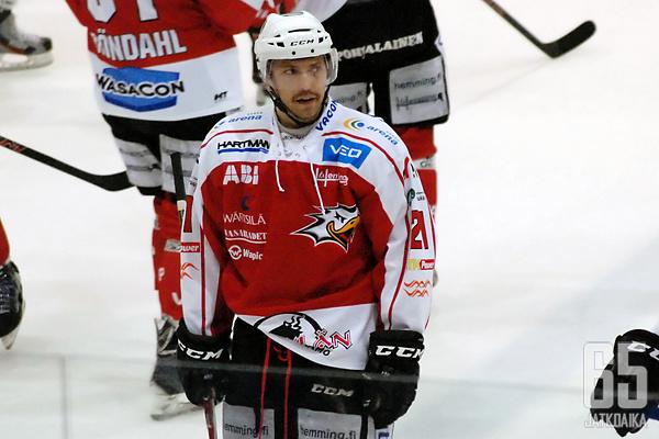 Nico Aaltonen kiekkoili viime kauden Vaasassa.