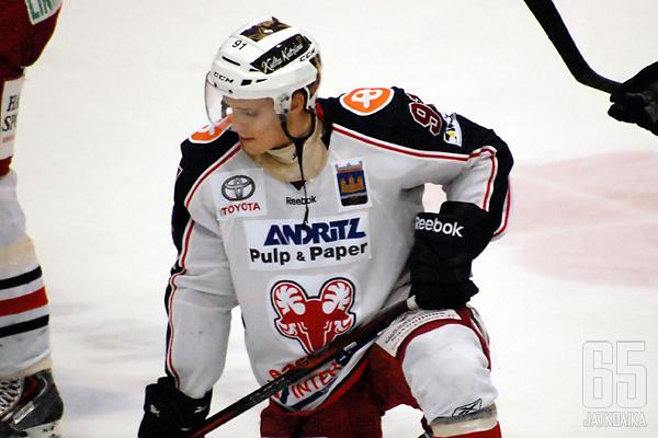 Niko Kallela on tiistaina päättänyt purkaa sopimuksensa SaPKon kanssa.