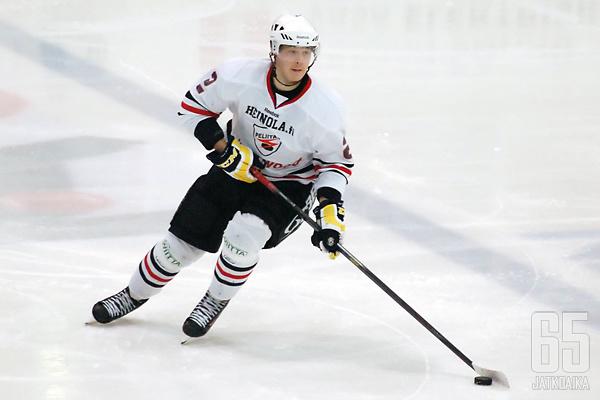 Tikkinen on pelannut tällä kaudella sekä Liigaa että Mestistä.