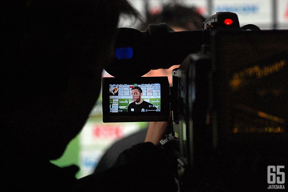 Maailma muuttuu. Kim Hirscovits (kuvassa) ei enää pelaa Liigassa, ja ensi kaudella Sanoma ei enää televisioi Liigaa.
