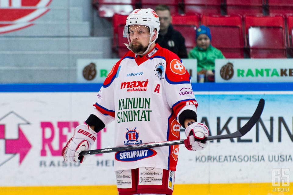 A-kirjain vaihtuu C:ksi Jarkko Heikkisen rinnassa.