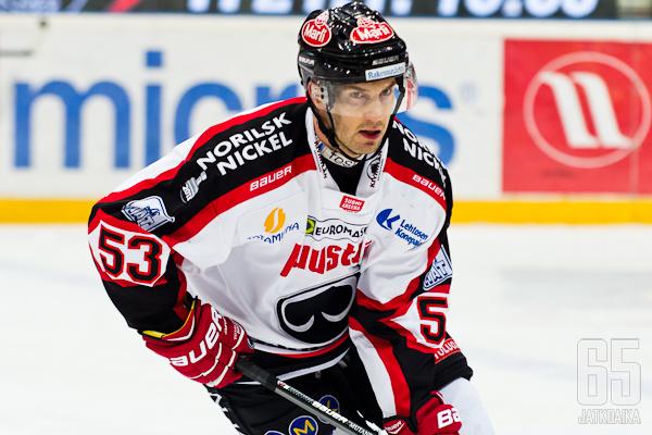Sami Mutanen vaihtaa patapaidan KalPan nuttuun.