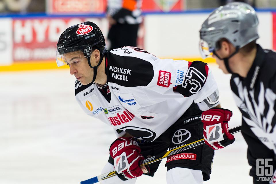 Juha Kiilholma hoitaa jatkossa aloitusten lisäksi myös kapteenin tehtäviä.