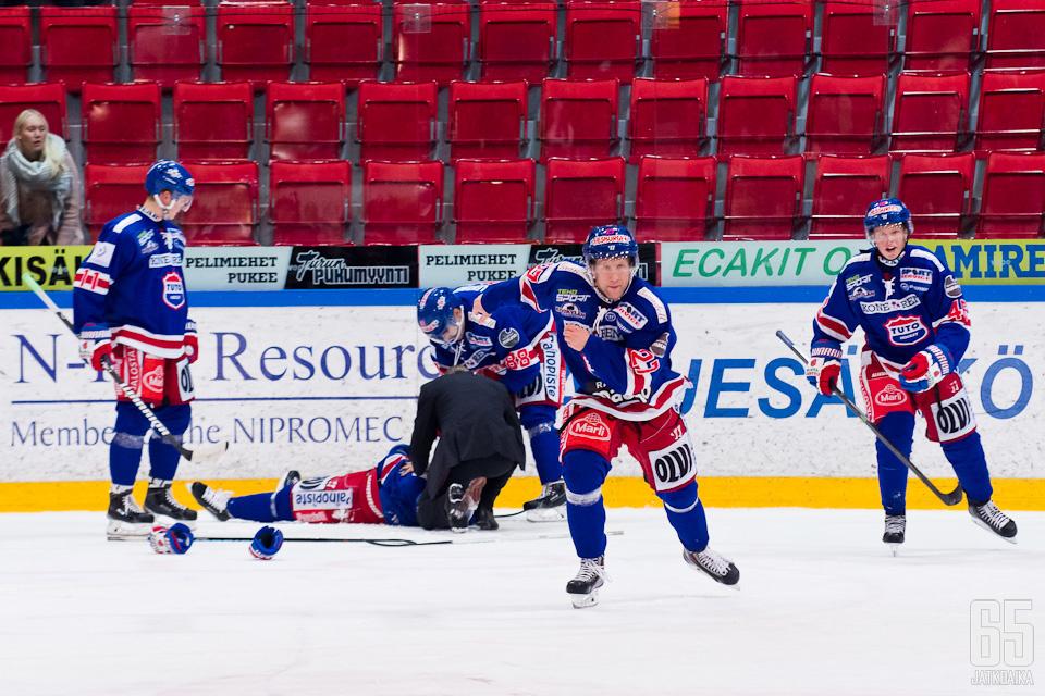 TUTOn Kristian Tuohilammen loukkaantuminen lauantaina oli yksi Mestis-viikon huonoista hetkistä.