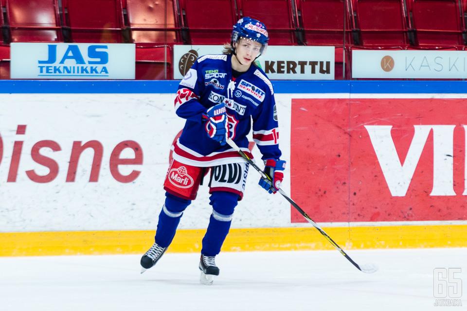 Päävalmentaja Ismo Lehkonen innostui vertaamaan debyytin tehnyttä Kangasniemeä isojen jäiden tähtiin.