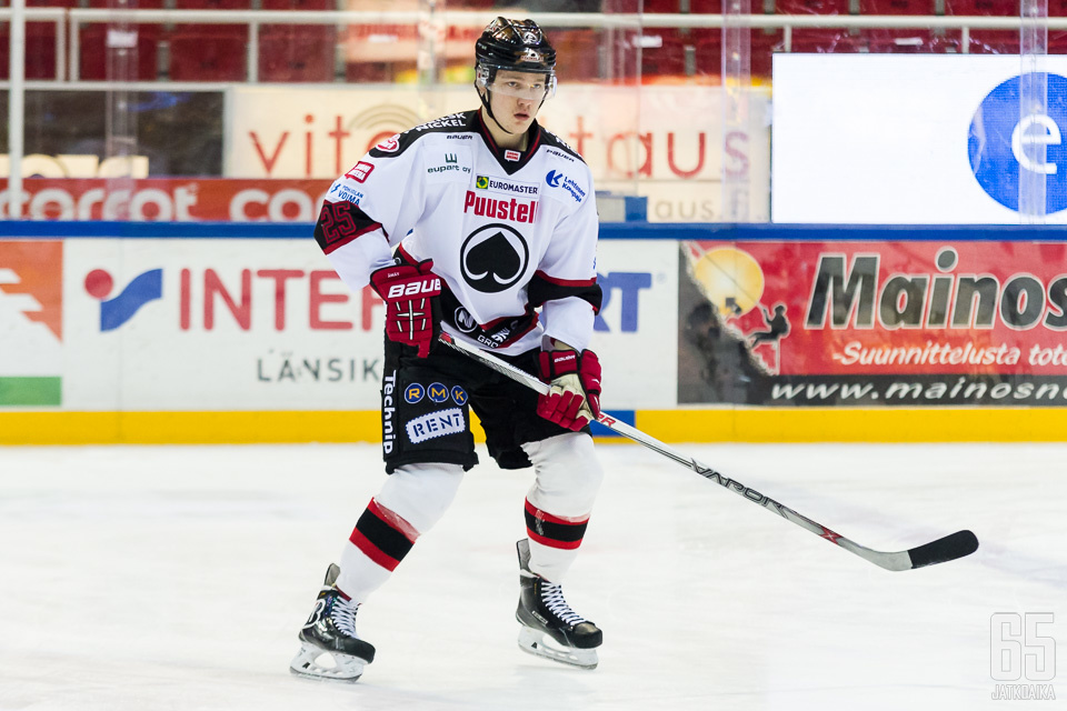Walli on pelannut juniorivuosiaan Porin Ässissä.