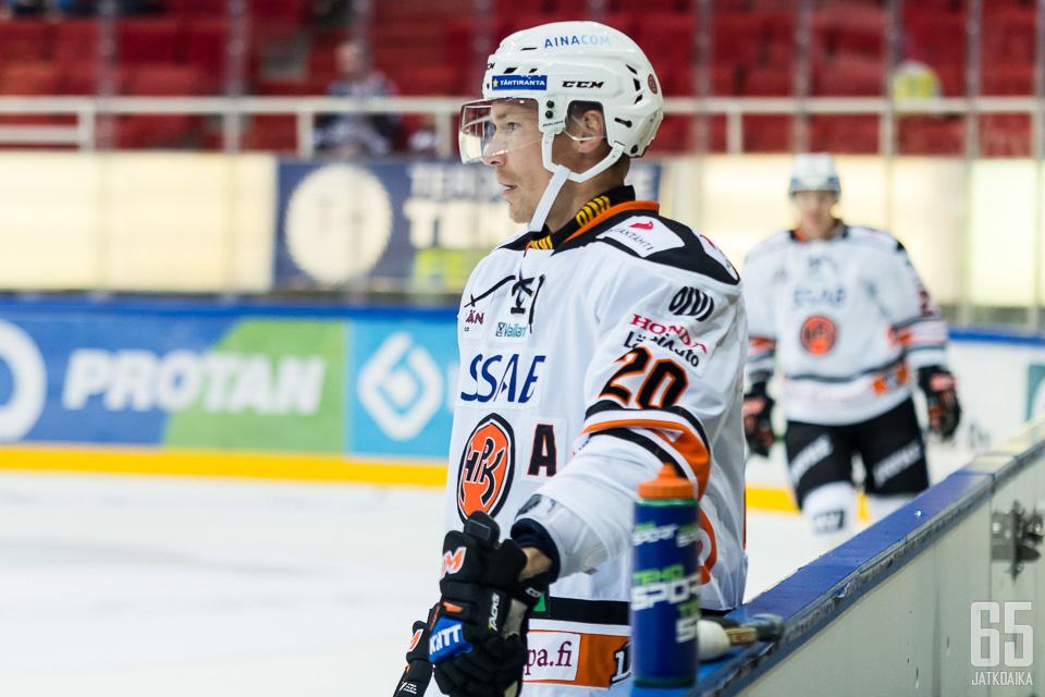 Viime kaudella Miettinen edusti HPK:ta vielä kaukalon puolella.
