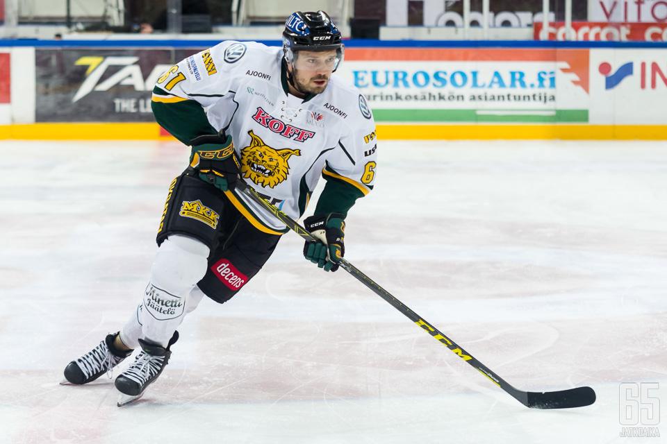 Viime kaudella Antti Jaatinen kiekkoili vielä Ilveksen riveissä.