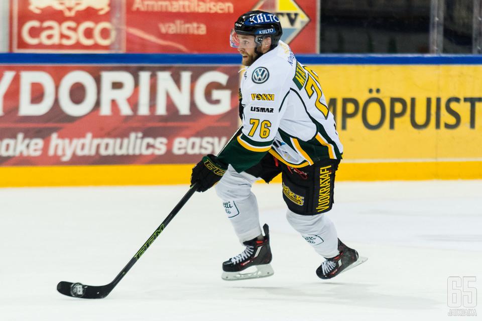 Mäkinen on Liigassa pelannut aiemmin Ilveksessä.