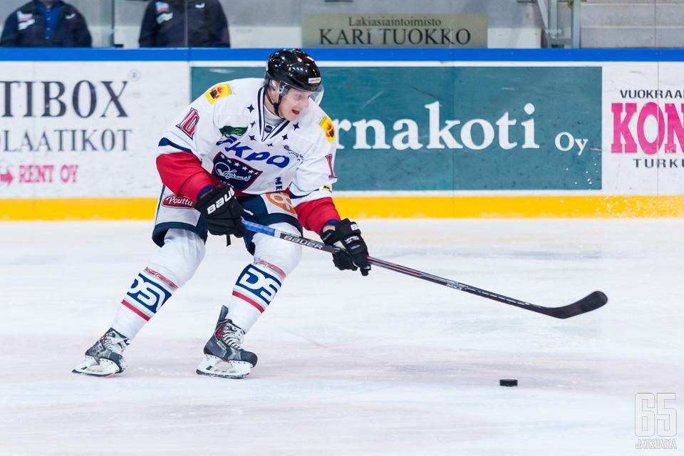 Hellsten on pelannut Mestistä aiemmin Hermeksessä.