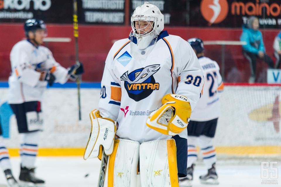 Yrjölä on pelannut urallaan Kiekko-Vantaassakin.