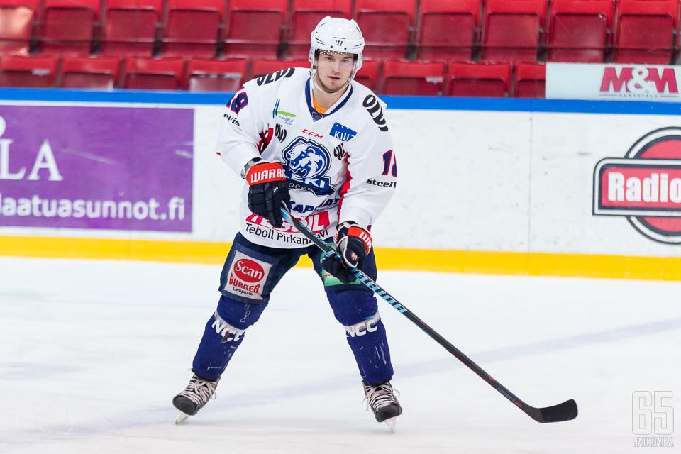 Tanus edusti viime kaudella pääasiassa LeKiä.