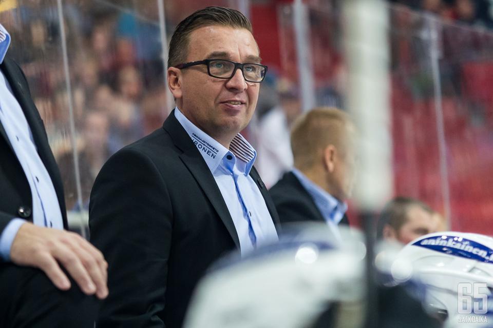 Ari-Pekka Selinin työpaikka vaihtui Turkuhallista Helsingin jäähalliin.