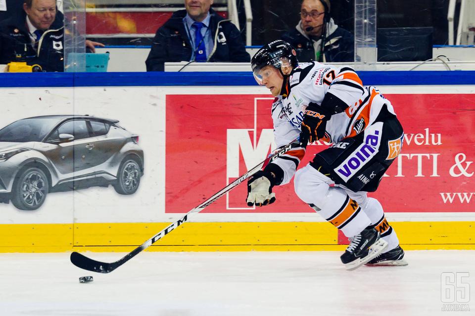Koivisto pelasi viime kaudet HPK:ssa.