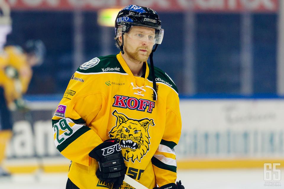 Sointu on pelannut Suomessa viimeksi kaudella 2016−2017 Ilveksessä.