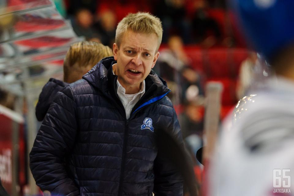 Kuusela valmentaa LeKiä ensi kaudellakin.