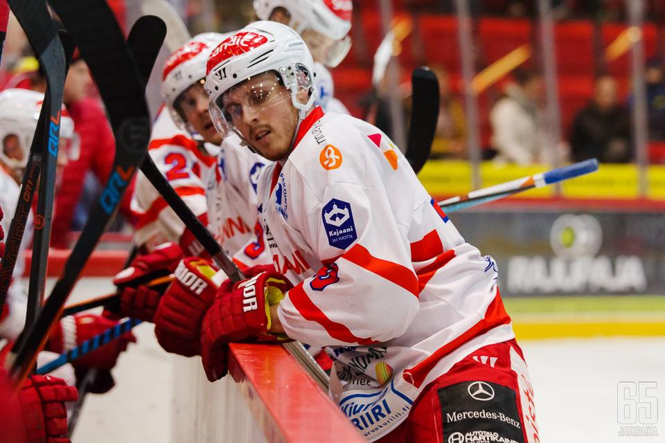 Kesken kauden kapteeniksi nimetyn Niklas Näpin ilmeet olivat vakavia.