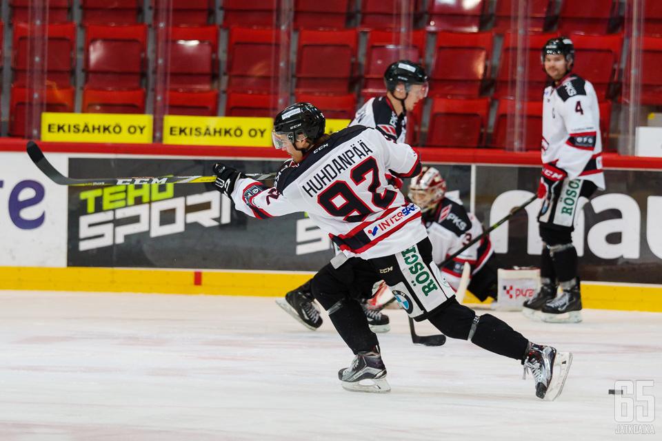 Lauri Huhdanpää voitti kaudella 2016-2017 vuoden tulokas palkinnon Jokipojissa.
