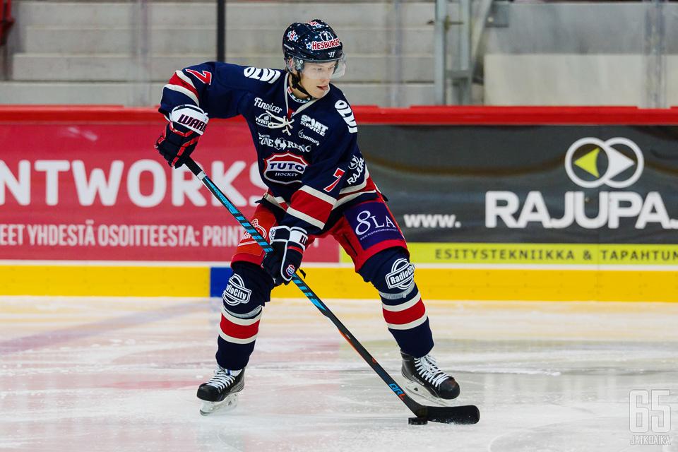 Jere Karlsson on ollut TUTOn kapteeni Niclas Luceniuksen ollessa pelikiellossa.