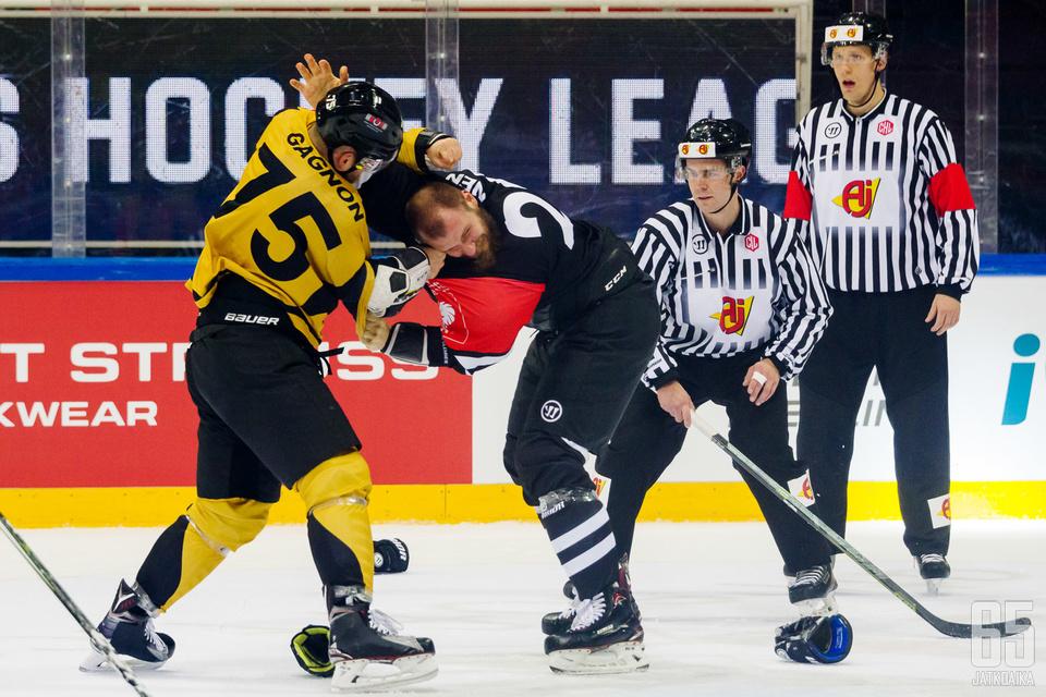 Panthersin Mathieu Gagnon ja TPS:n Jonne Virtanen nahistelivat avauserässä.