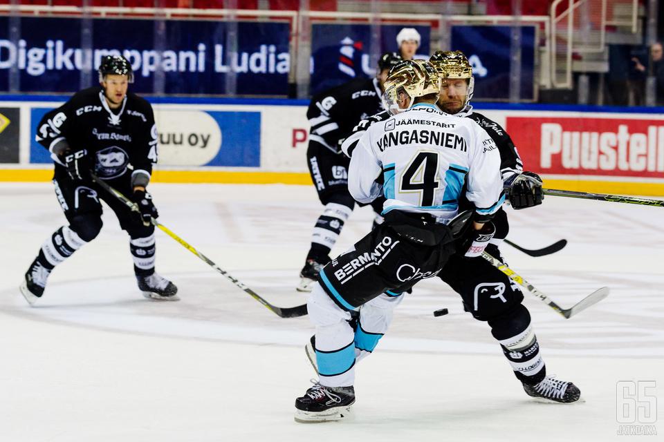 Sekä Iikka Kangasniemi että Tomi Kallio lukeutuvat Liigan parhaisiin laitahyökkääjiin, mutta vain toinen ylsi listalle.