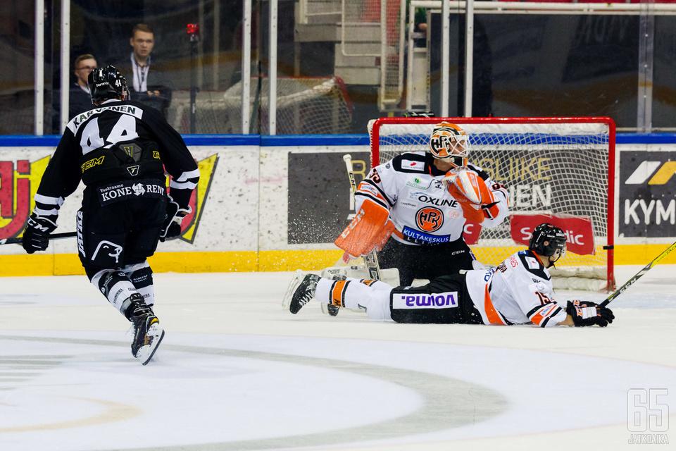Hyvän alkukauden pelannut Elias Karvonen sai vihdoin palkinnon maalin muodossa.