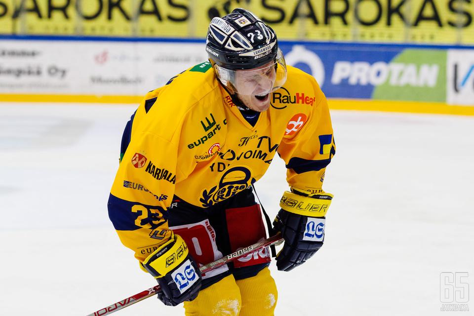 Lauri Tukonen loukkaantui paluuottelussaan.