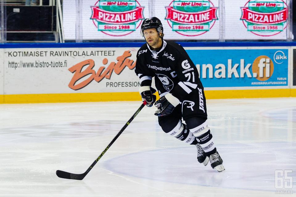 Liigan pistepörssiä johtava TPS-kapteeni Tomi Kallio on tälläkin kaudella ollut Turun Palloseuran kantavia voimia
