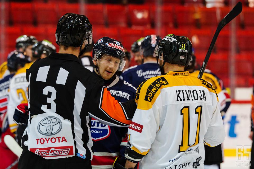 Koko kauden pelaamatta ollut Henri Kivioja palaa karhunuttuun.