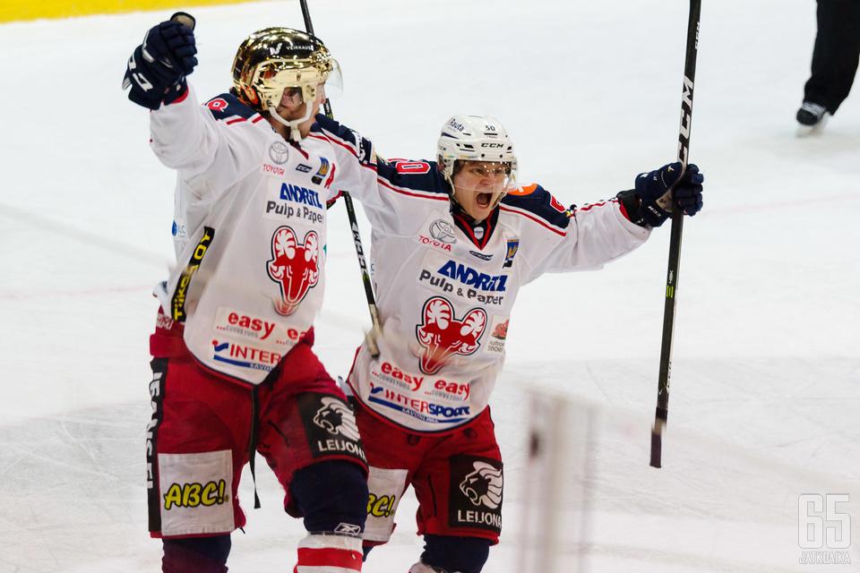 SaPKon ykkösketjun Niklas Salo oli järjestelemässä kultakypärä Mikko Lahtelan voittomaaliksi jäänyttä osumaa.