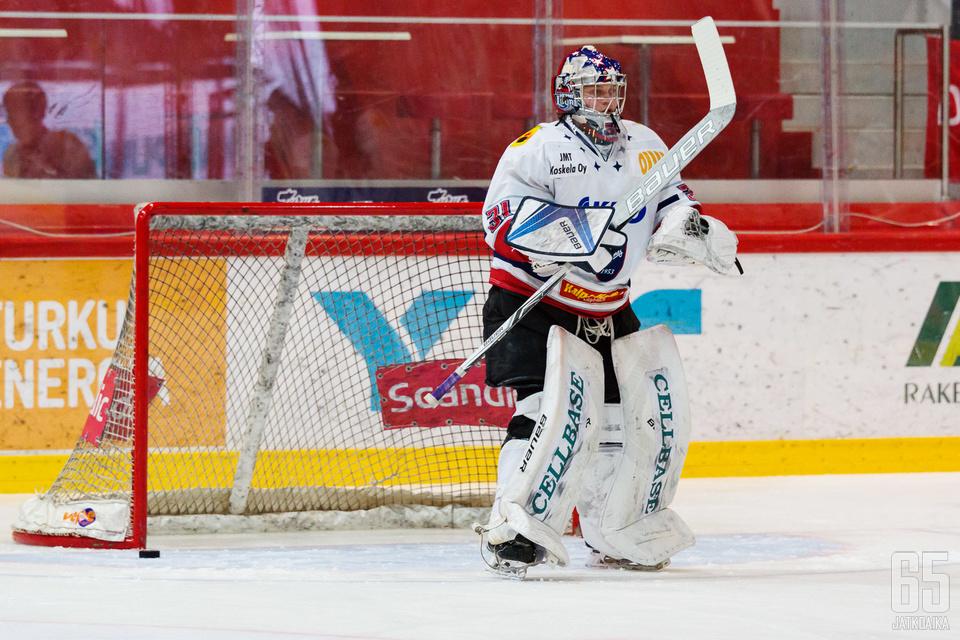 Leevi Laakso pelasi menneellä kaudella Mestiksessä Hermeksen maalilla.