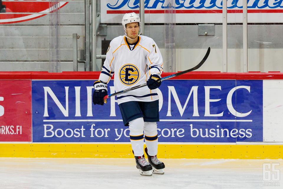 Aleksi Järvinen oli ottelun tehokkain kahdella maalilla ja yhdellä maalisyötöllä.